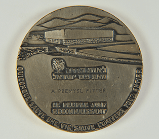 The medal The Righteous Among the Nations.