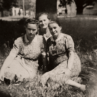 O. Fierzová with M. Černíková (on the left) and D. Štěpánková (at the back).